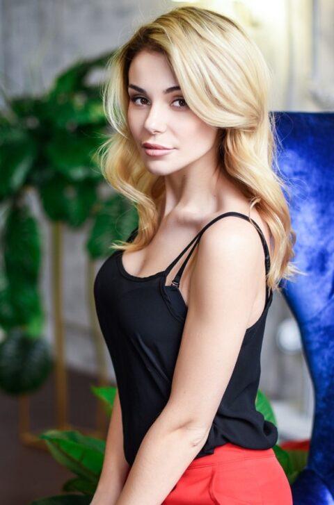 Yuliya aus Kharkov, Ukraine