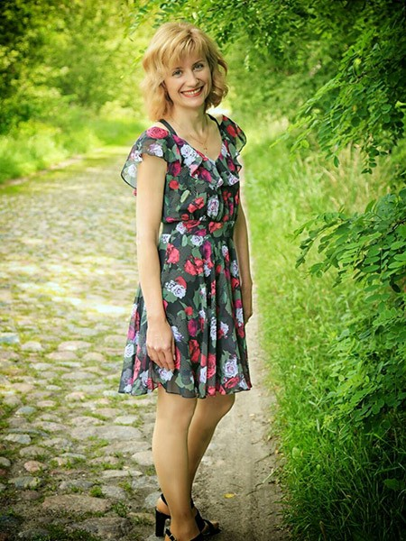 Nelli from Luninets, Belarus