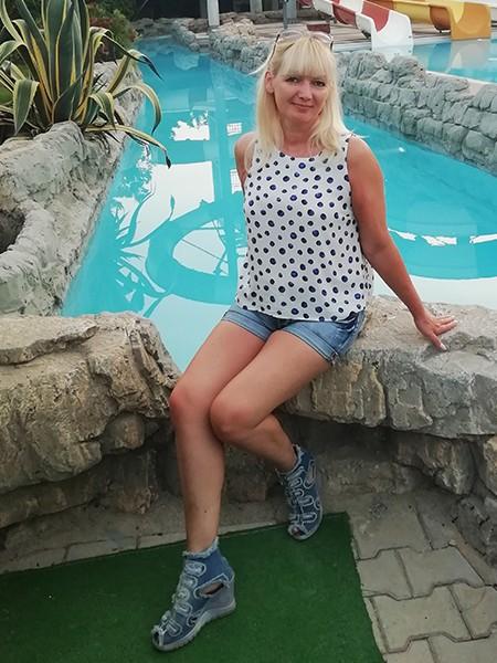 ELENA from Luninets, Belarus